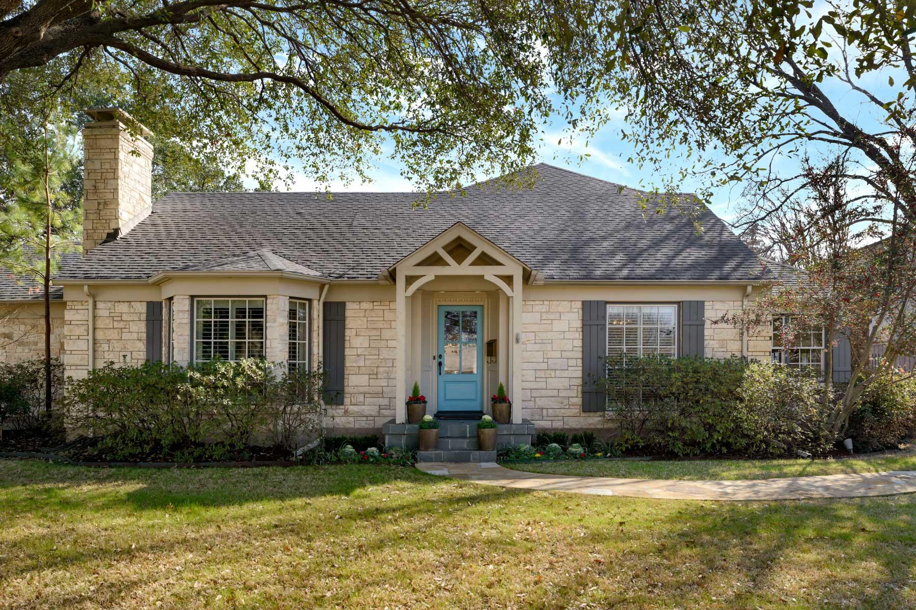 Частный односемейный дом для того Продажа на Updated Devonshire Ranch 5644 Caruth Blvd Dallas, Техас, 75209 Соединенные Штаты