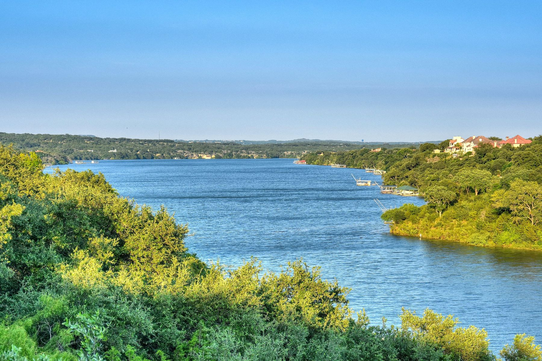 Additional photo for property listing at The Ideal Lakeside Retreat 2703 Sailboat PASS Spicewood, Texas 78669 United States
