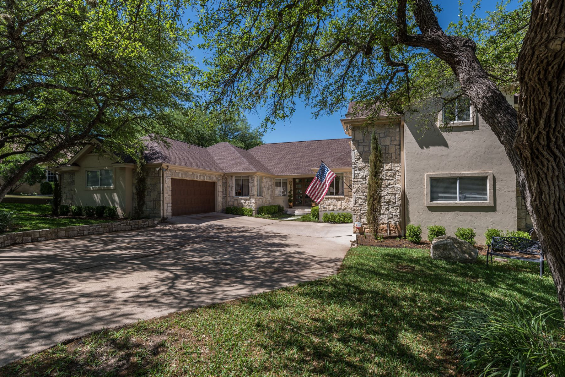 Single Family Home for Sale at Convenient Living in a Desirable Neighborhood 4000 Kaywood Ct Bee Cave, Texas 78738 United States