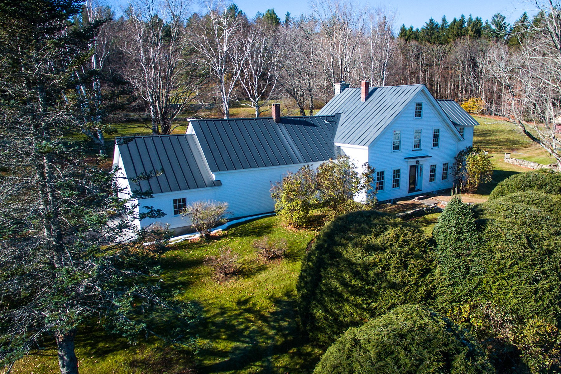 Casa Unifamiliar por un Venta en Antique Farmhouse is New Again 1839 Landgrove Londonderry, Vermont, 05148 Estados Unidos