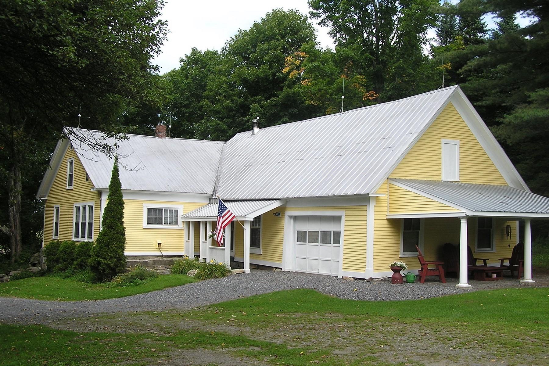Maison unifamiliale pour l Vente à 3726 Center Road, Hardwick 3726 Center Rd Hardwick, Vermont, 05843 États-Unis
