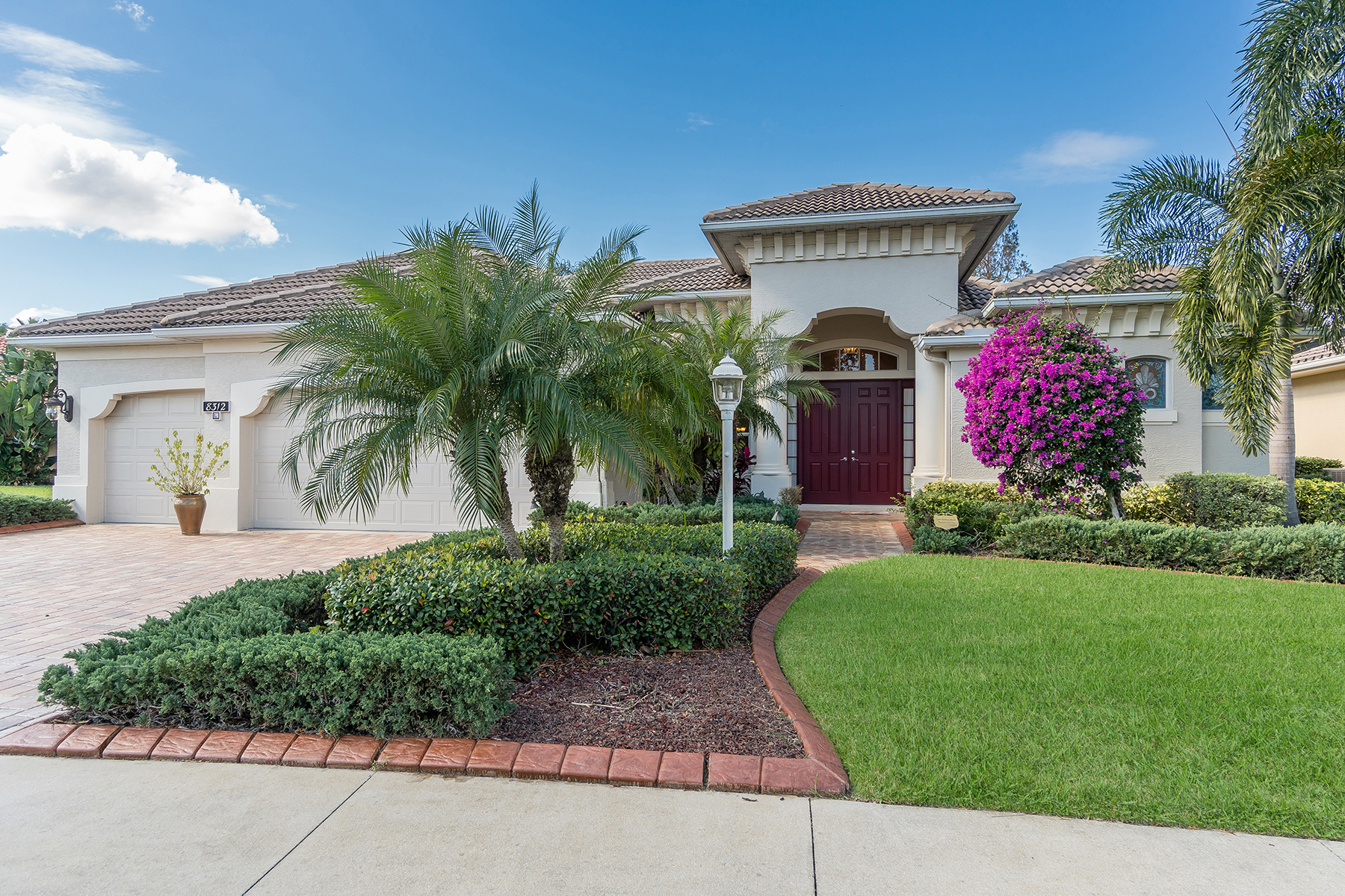 Single Family Home for Sale at LAKEWOOD RANCH 8312 Championship Ct Lakewood Ranch, Florida, 34202 United States