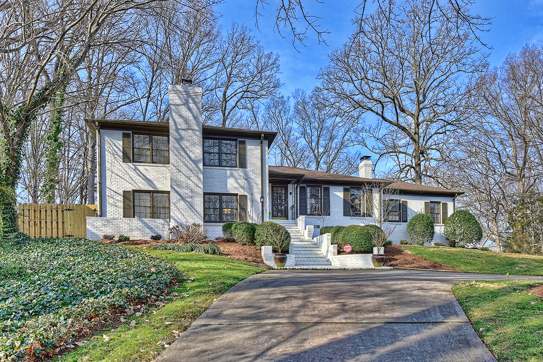 Single Family Home for Sale at SHERWOOD FOREST 5300 Doncaster Dr, Charlotte, North Carolina 28211 United States