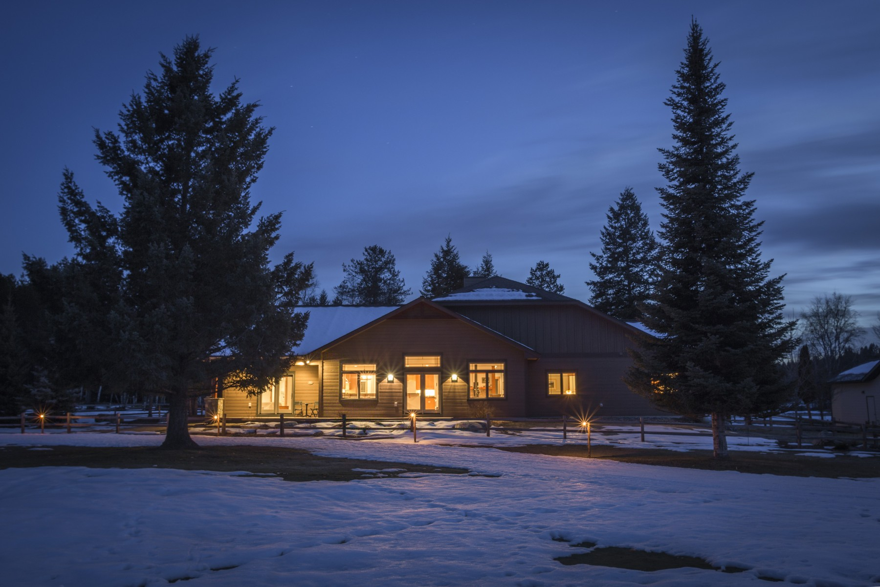 Single Family Home for Sale at Grouse Mountain Classic 299 Fairway Dr Whitefish, Montana, 59937 United States