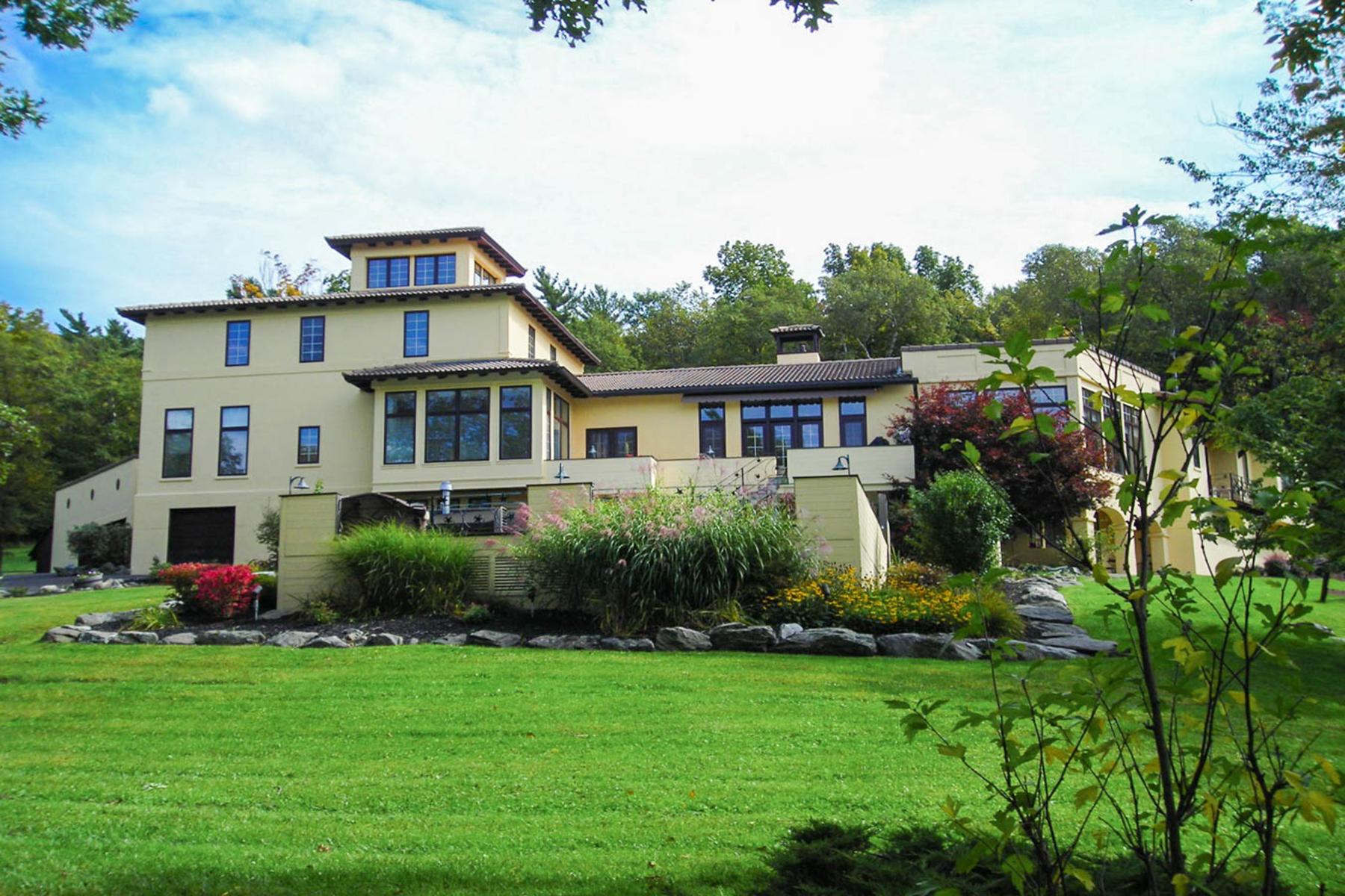 Casa Unifamiliar por un Venta en Mediterranean Villa 70 Coons Rd Troy, Nueva York 12180 Estados Unidos