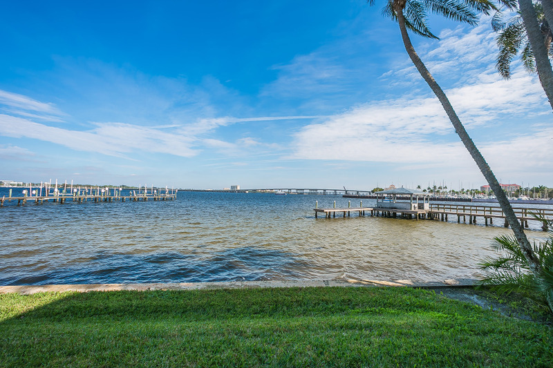 Townhouse for Sale at BRIDGEWATER TOWNHOMES 1608 Point Pleasant Ave W, Bradenton, Florida 34205 United States