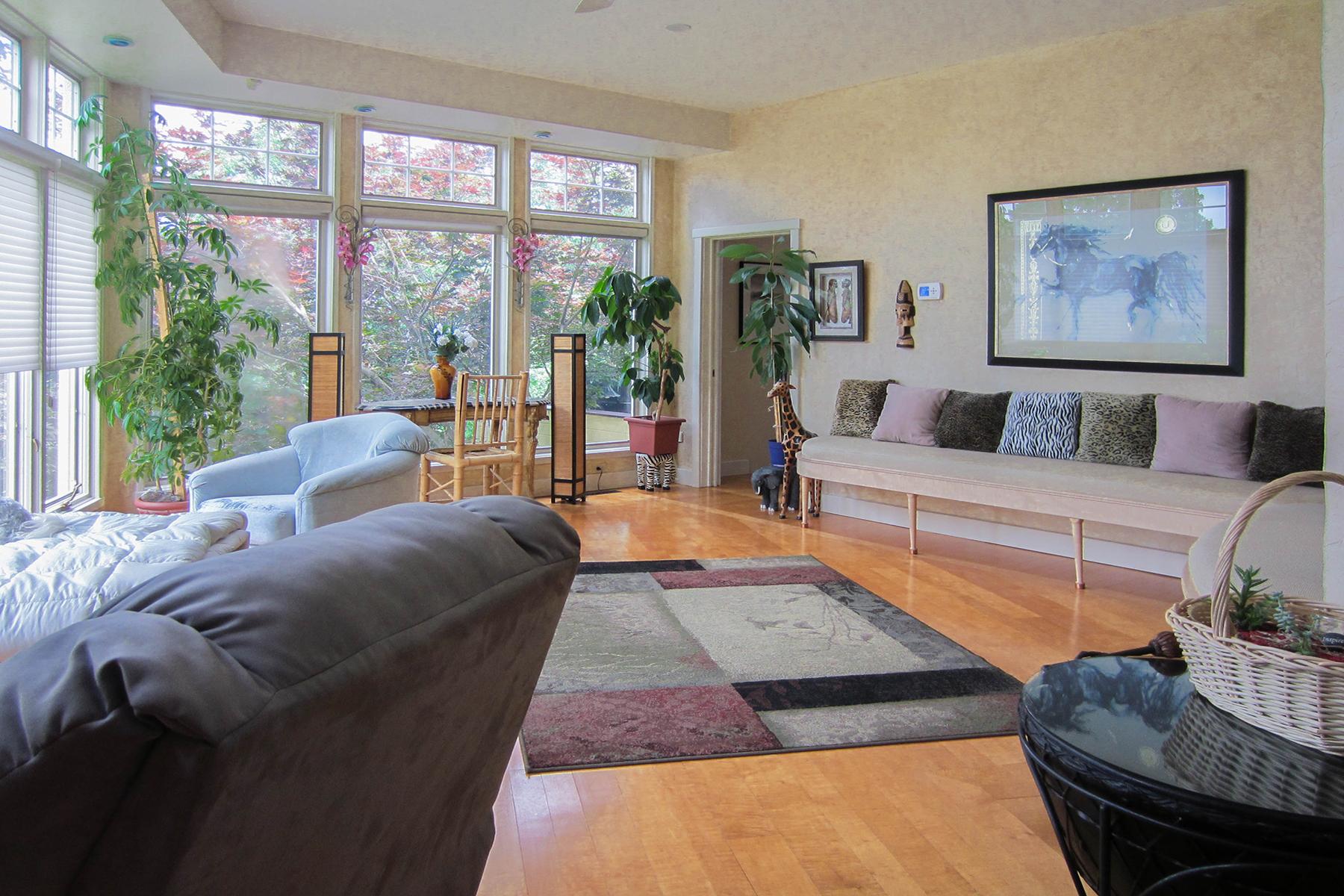 Additional photo for property listing at Mediterranean Villa 70  Coons Rd Troy, Нью-Йорк 12180 Соединенные Штаты