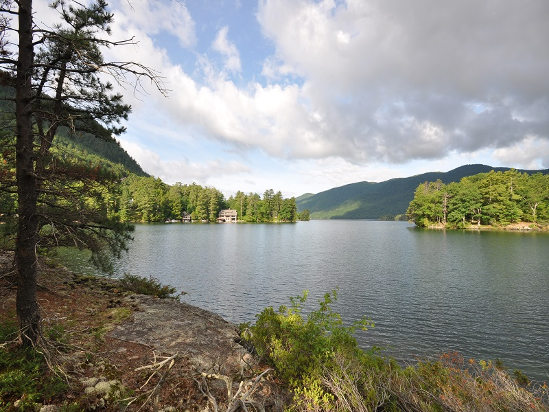 Maison unifamiliale pour l Vente à Lake George Historic Waterfront Property 2148 Lands End Rd Dresden, New York 12841 États-Unis