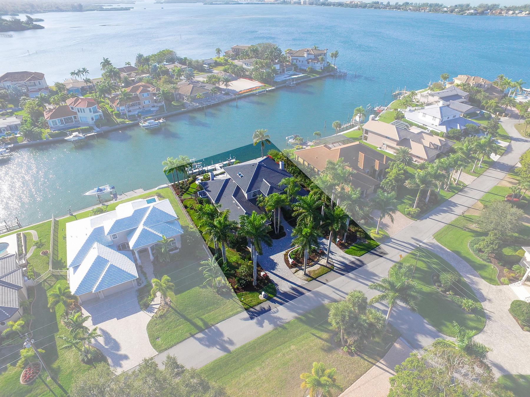 단독 가정 주택 용 매매 에 SOUTHPOINTE SHORES 7667 Cove Terr Sarasota, 플로리다, 34231 미국