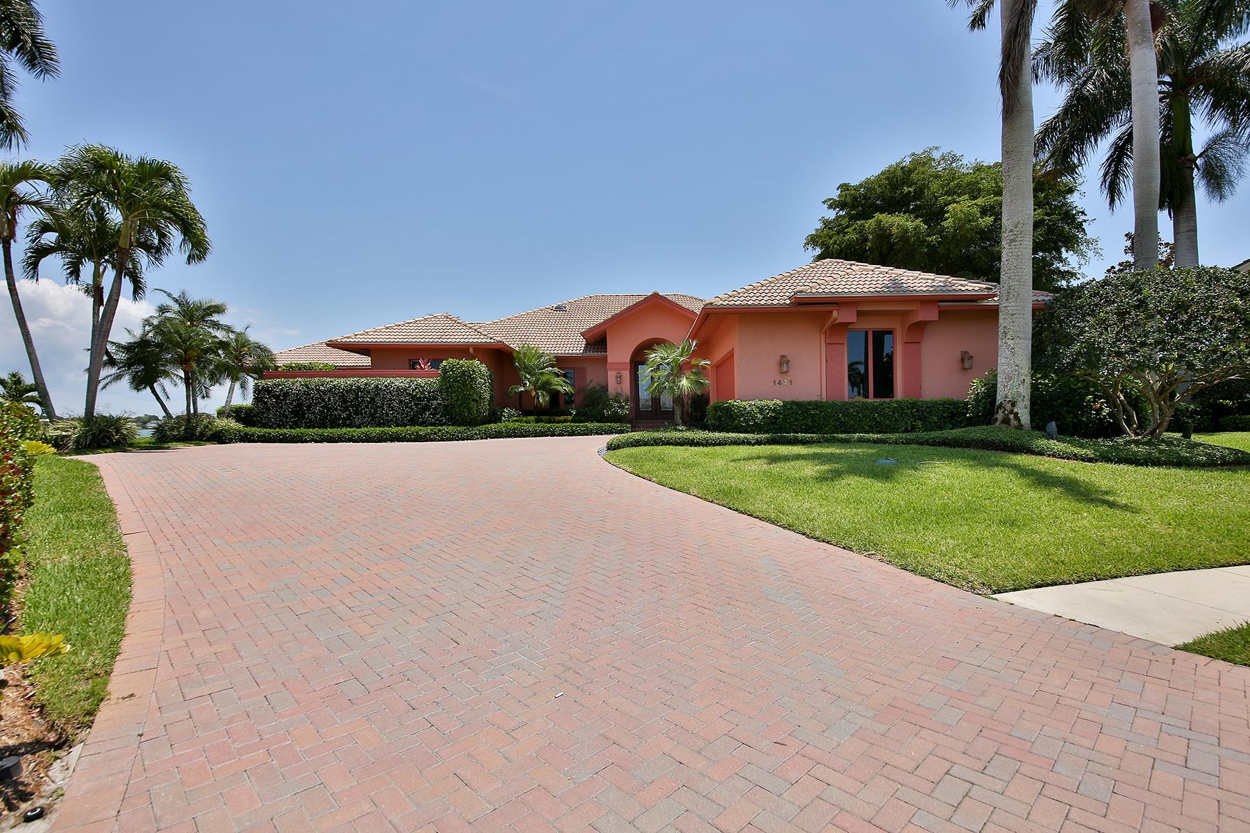 Casa Unifamiliar por un Venta en MARCO ISLAND 1421 Forrest Ct Marco Island, Florida, 34145 Estados Unidos