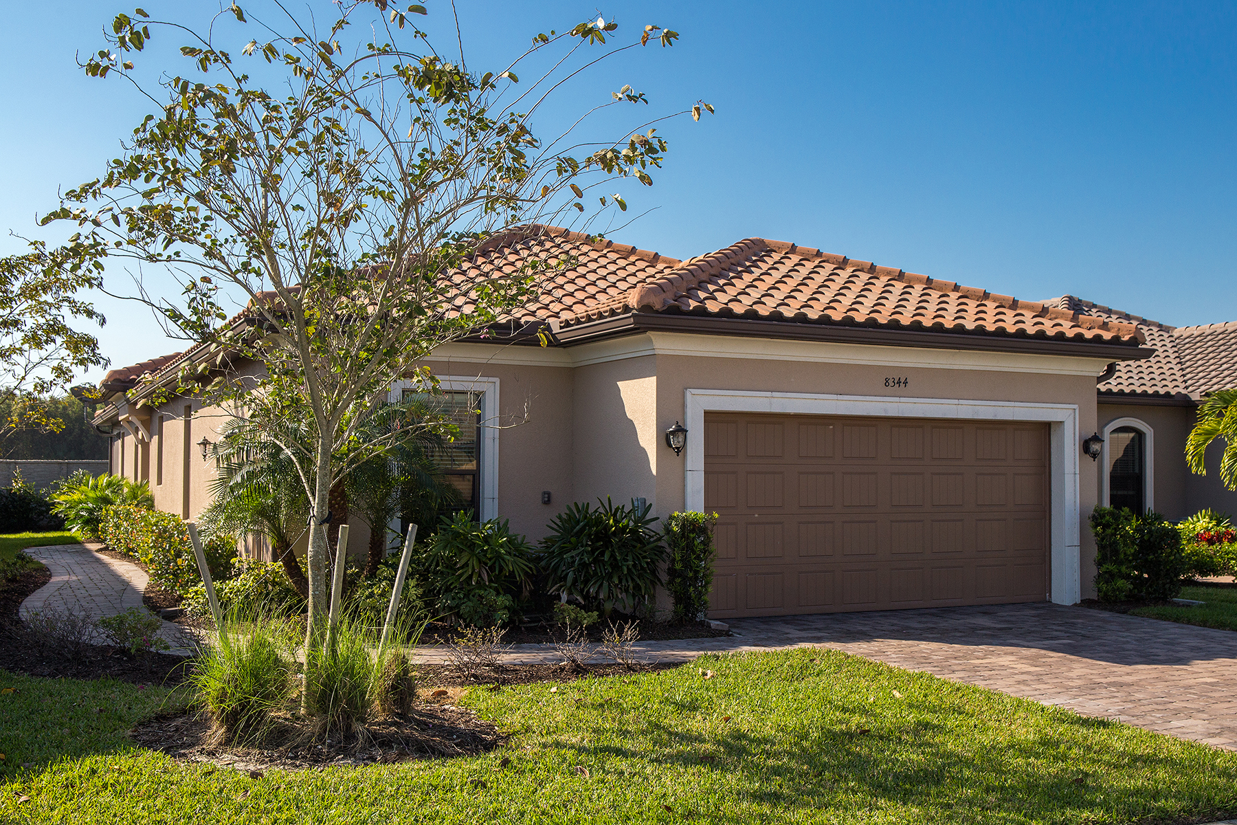 Maison unifamiliale pour l Vente à ESPLANADE AT HACIENDA LAKES 8344 Lucello N Naples, Florida, 34114 États-Unis