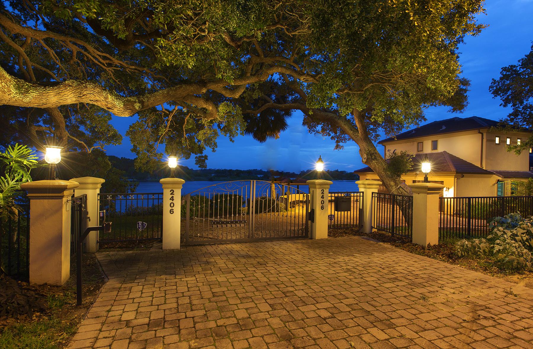 Casa para uma família para Venda às ORMOND BEACH FLORIDA 2406 John Anderson Dr Ormond Beach, Florida, 32176 Estados Unidos