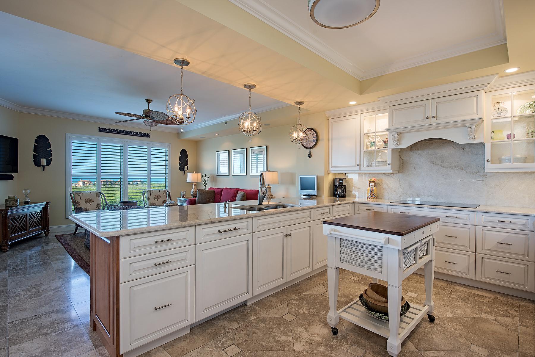 Condominio por un Venta en PELICAN BAY - MONTENERO 7575 Pelican Bay Blvd 803 Naples, Florida, 34108 Estados Unidos