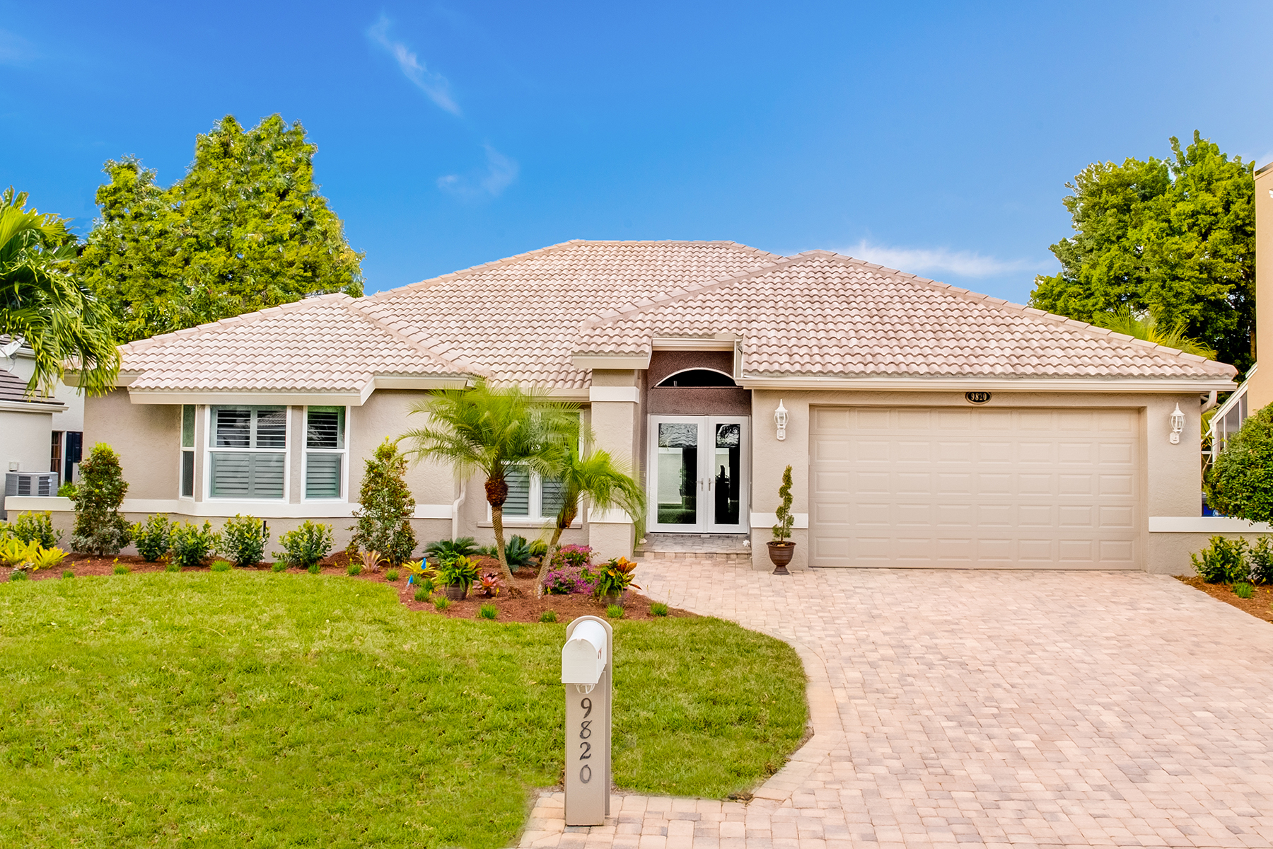 Single Family Home for Sale at FOR MYES 9820 Capstan Ct Fort Myers, Florida, 33919 United States