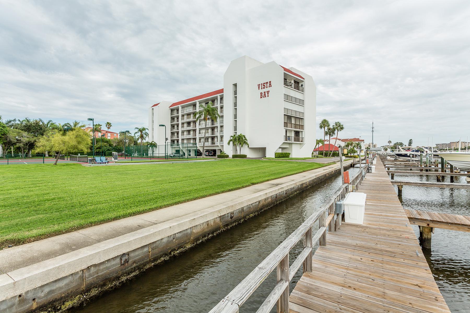 Appartement en copropriété pour l Vente à INDIAN SHORES 19111 Vista Bay Dr 205 Indian Shores, Florida, 33785 États-Unis