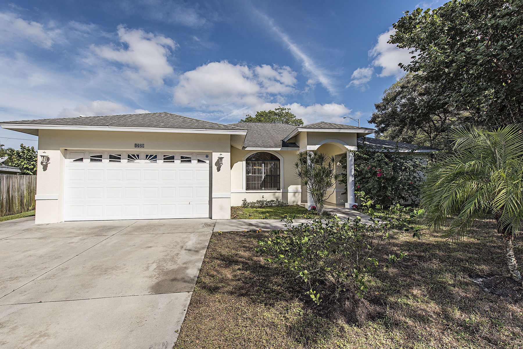 Single Family Home for Sale at FOREST LAKES 1729 Camelia Ln Naples, Florida, 34105 United States