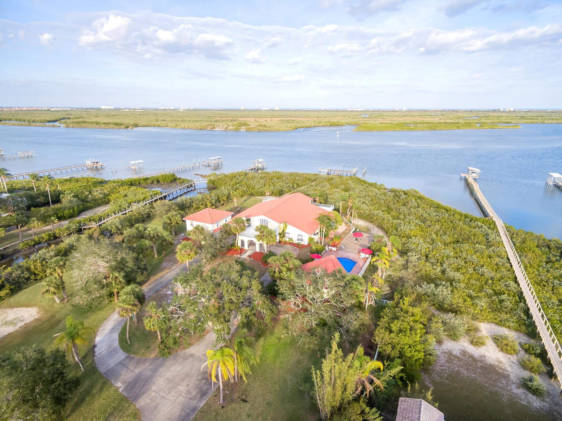 Casa para uma família para Venda às DAYTONA AREA - EDGEWATER 621 N Riverside Dr Edgewater, Florida, 32132 Estados Unidos