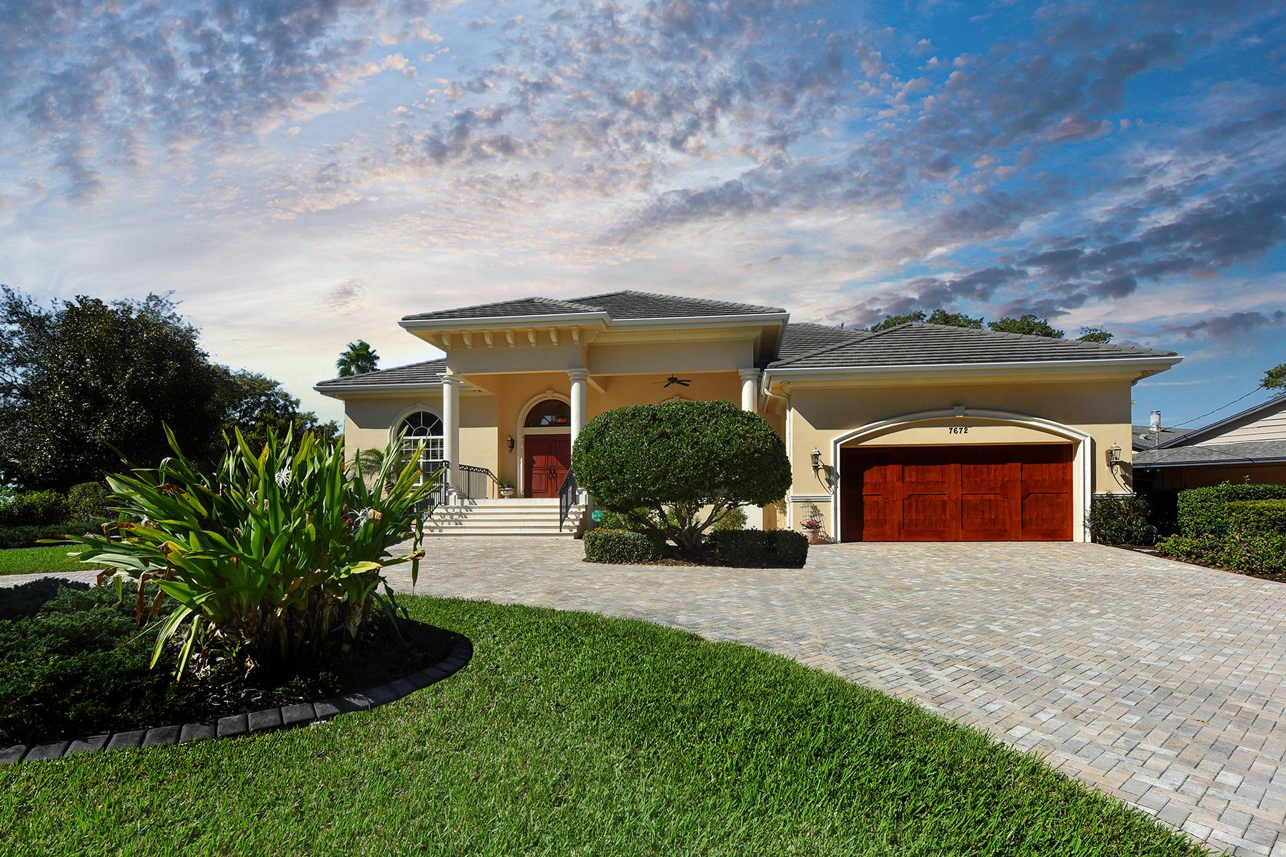 단독 가정 주택 용 매매 에 SOUTHPOINTE SHORES 7672 Cove Terr Sarasota, 플로리다, 34231 미국