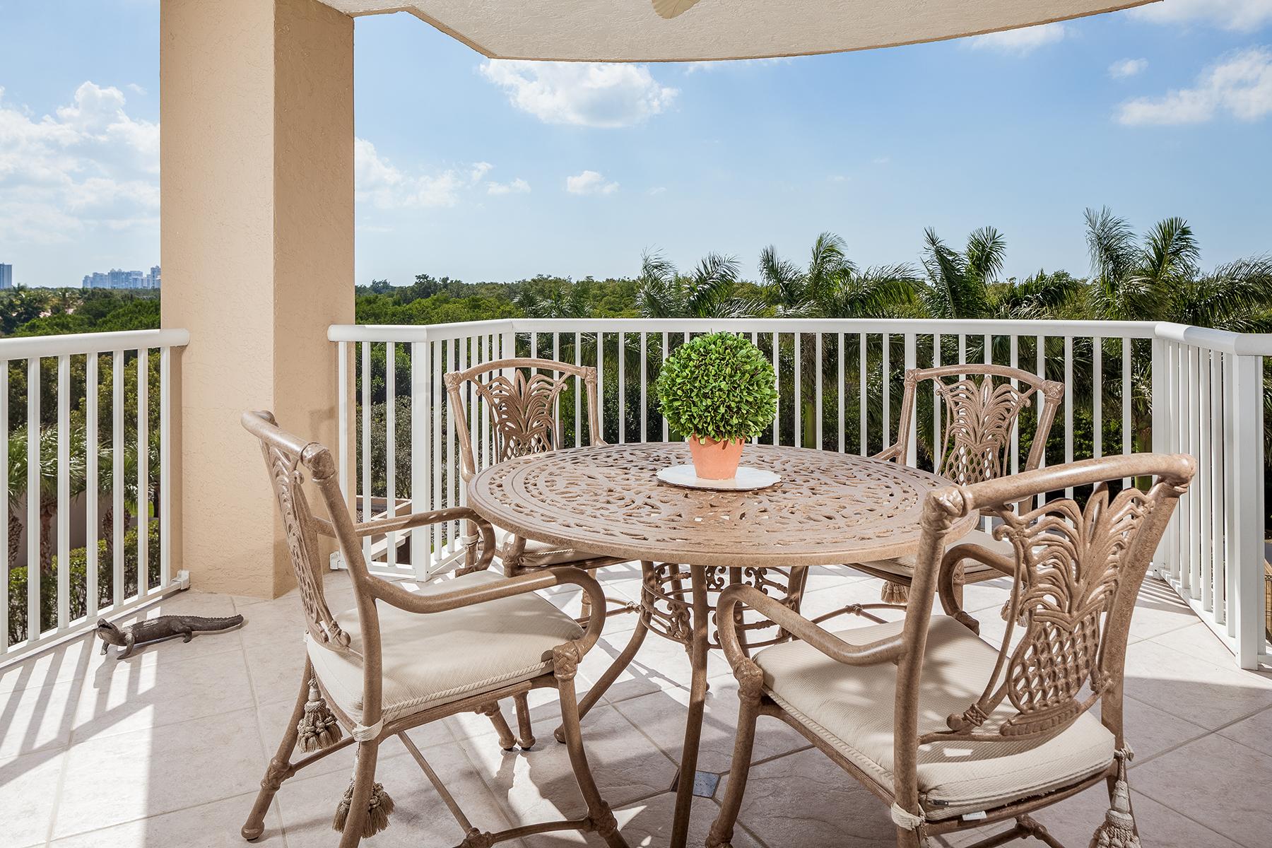 Condominio por un Venta en PELICAN BAY - ST. LAURENT 6849 Grenadier Blvd 404 Naples, Florida, 34108 Estados Unidos