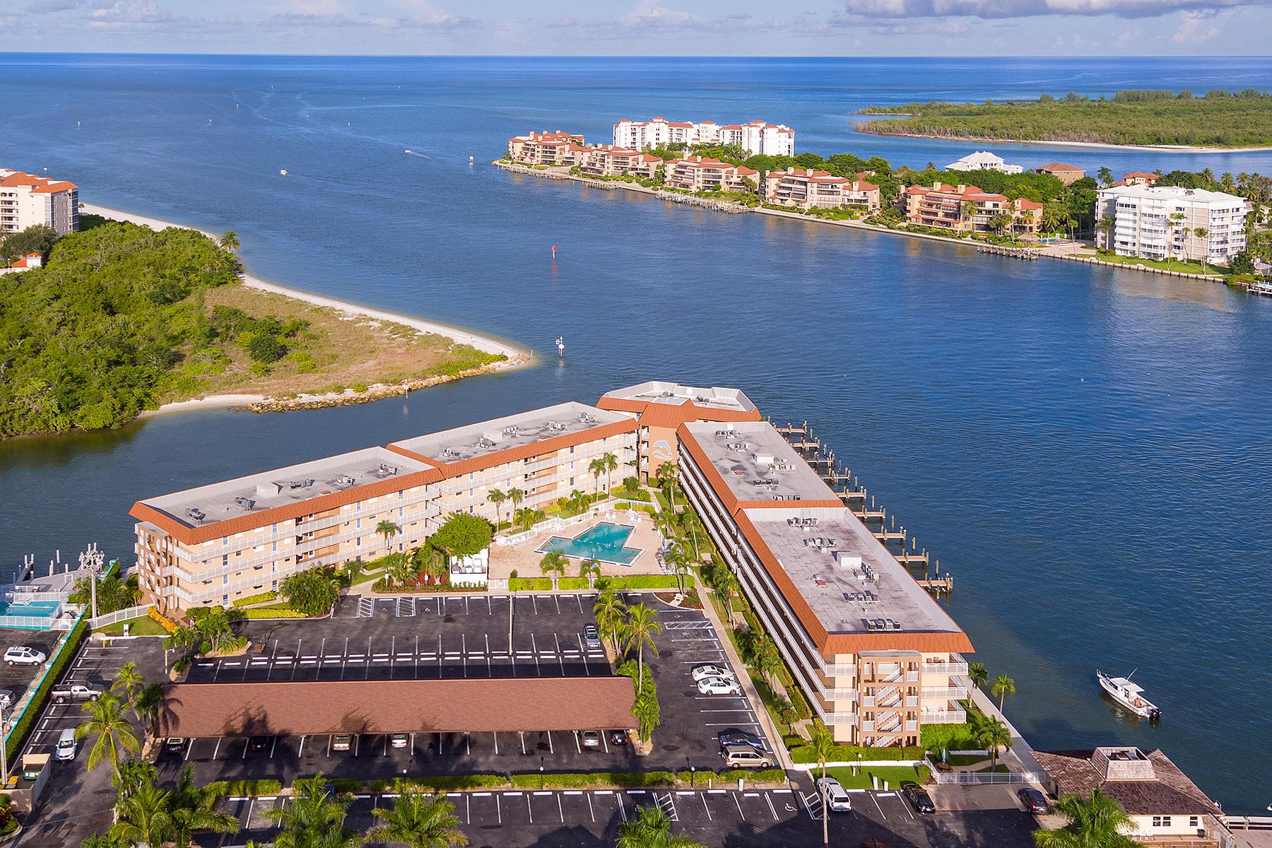 Copropriété pour l Vente à MARCO ISLAND 1200 Edington Pl A304 Marco Island, Florida, 34145 États-Unis