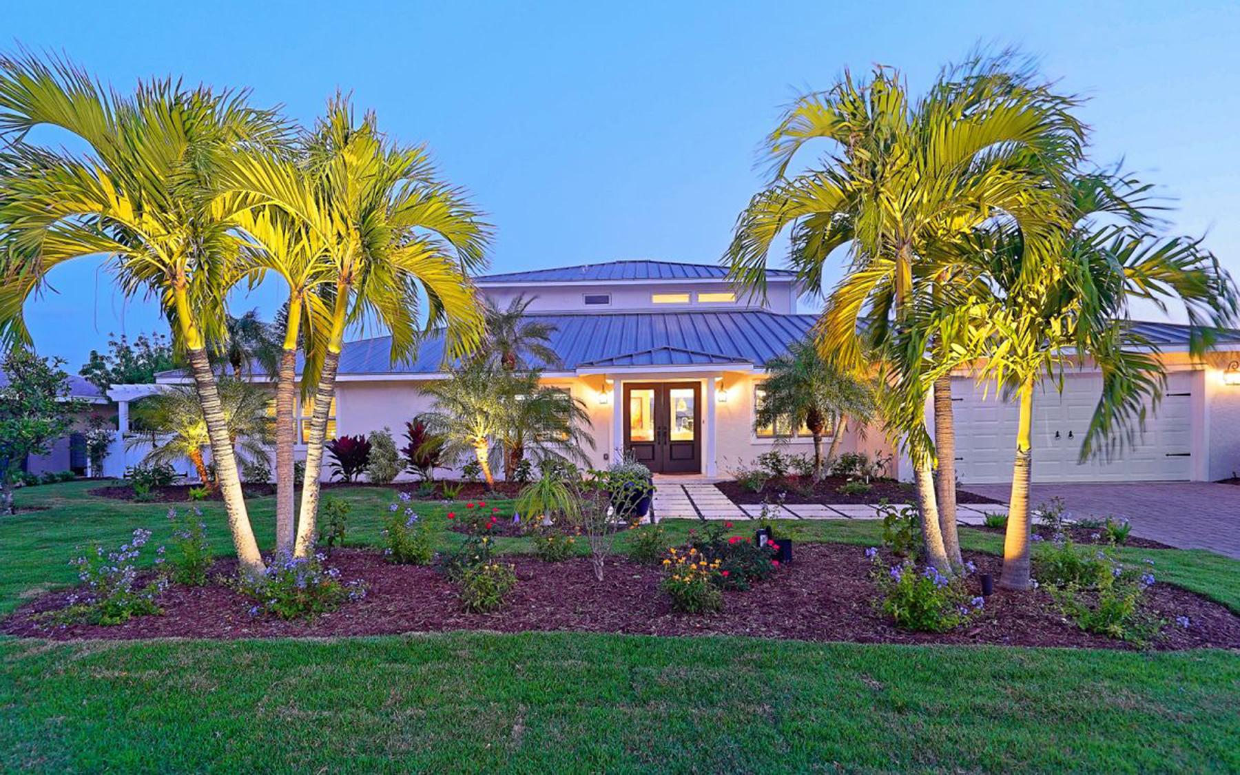 Maison unifamiliale pour l Vente à KEY ROYALE 630 Dundee Ln Holmes Beach, Florida, 34217 États-Unis