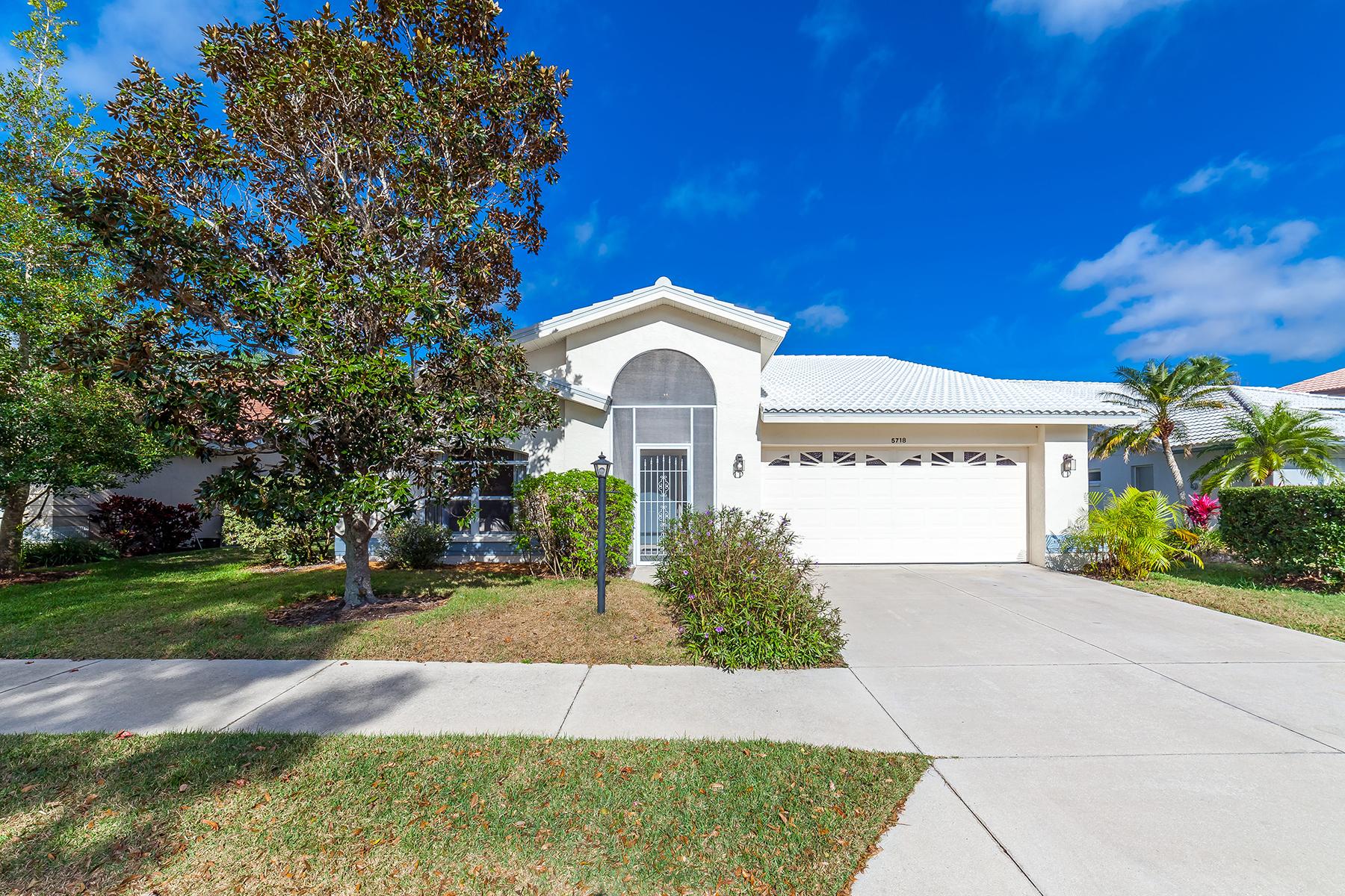 단독 가정 주택 용 매매 에 DEL SOL VILLAGE AT LONGWOOD RUN 5718 Beaurivage Ave Sarasota, 플로리다, 34243 미국