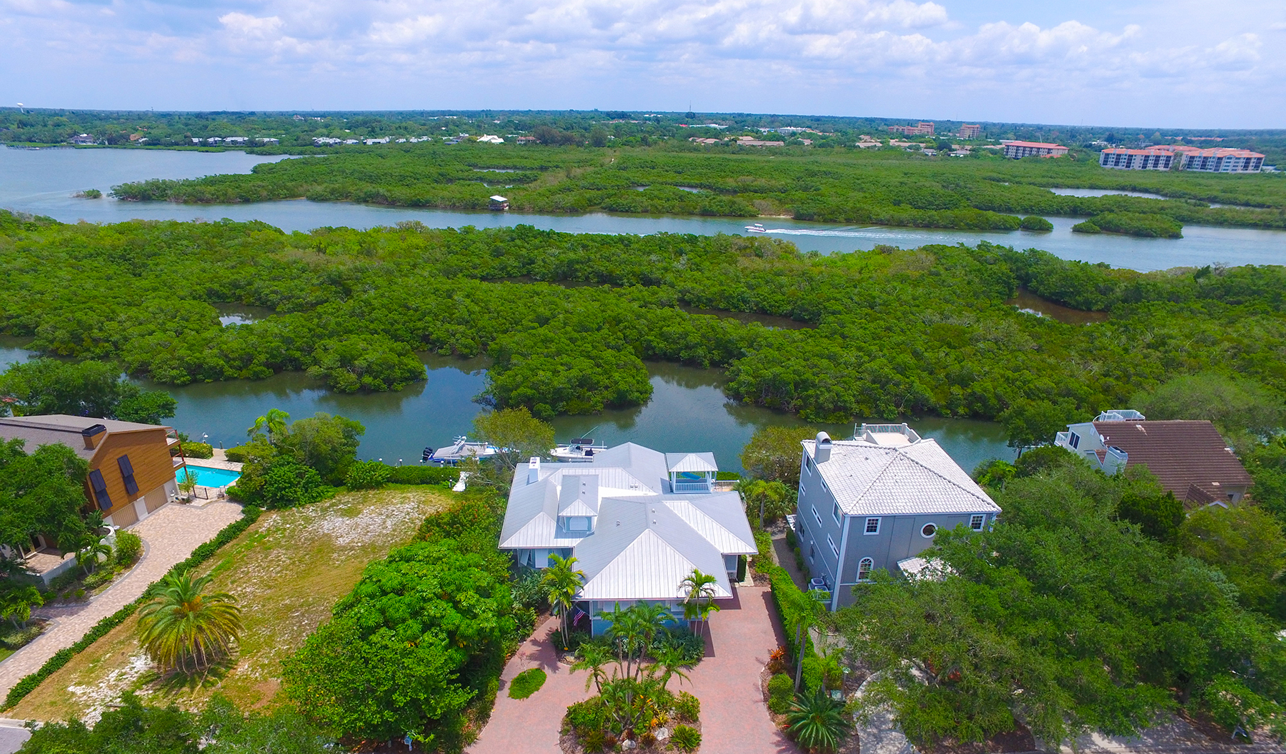 Casa Unifamiliar por un Venta en SIESTA COVE 5244 Siesta Cove Dr Sarasota, Florida, 34242 Estados Unidos