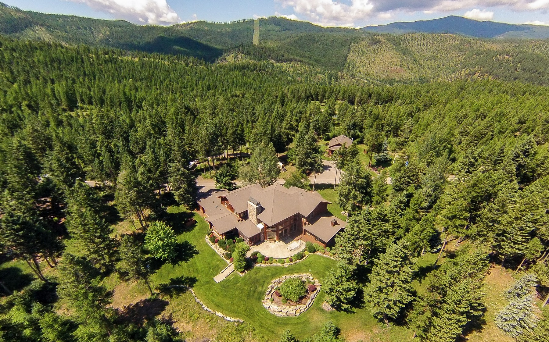 Additional photo for property listing at Waltana 675  Blacktail Lakeside, Montana 59922 United States