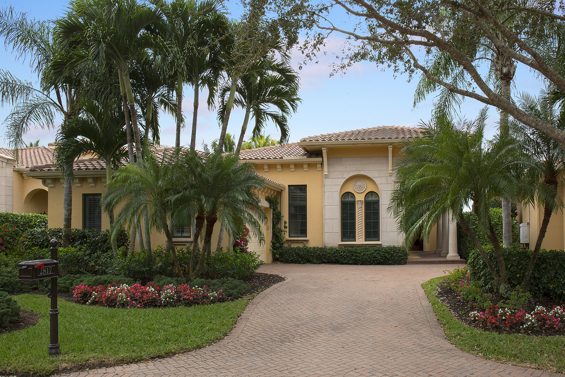 단독 가정 주택 용 매매 에 GREY OAKS 2817 Capistrano Way Grey Oaks, Naples, 플로리다, 34105 미국