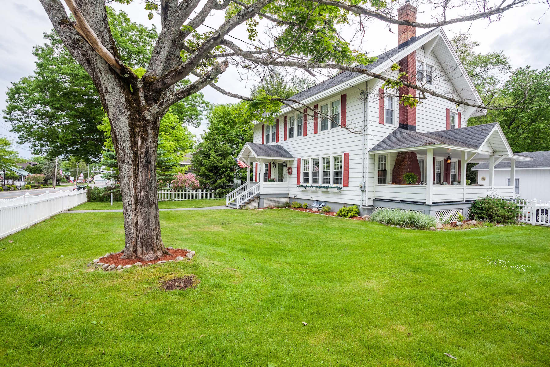 Additional photo for property listing at White House Inn 2945  New York 28 Old Forge, Nueva York 13420 Estados Unidos