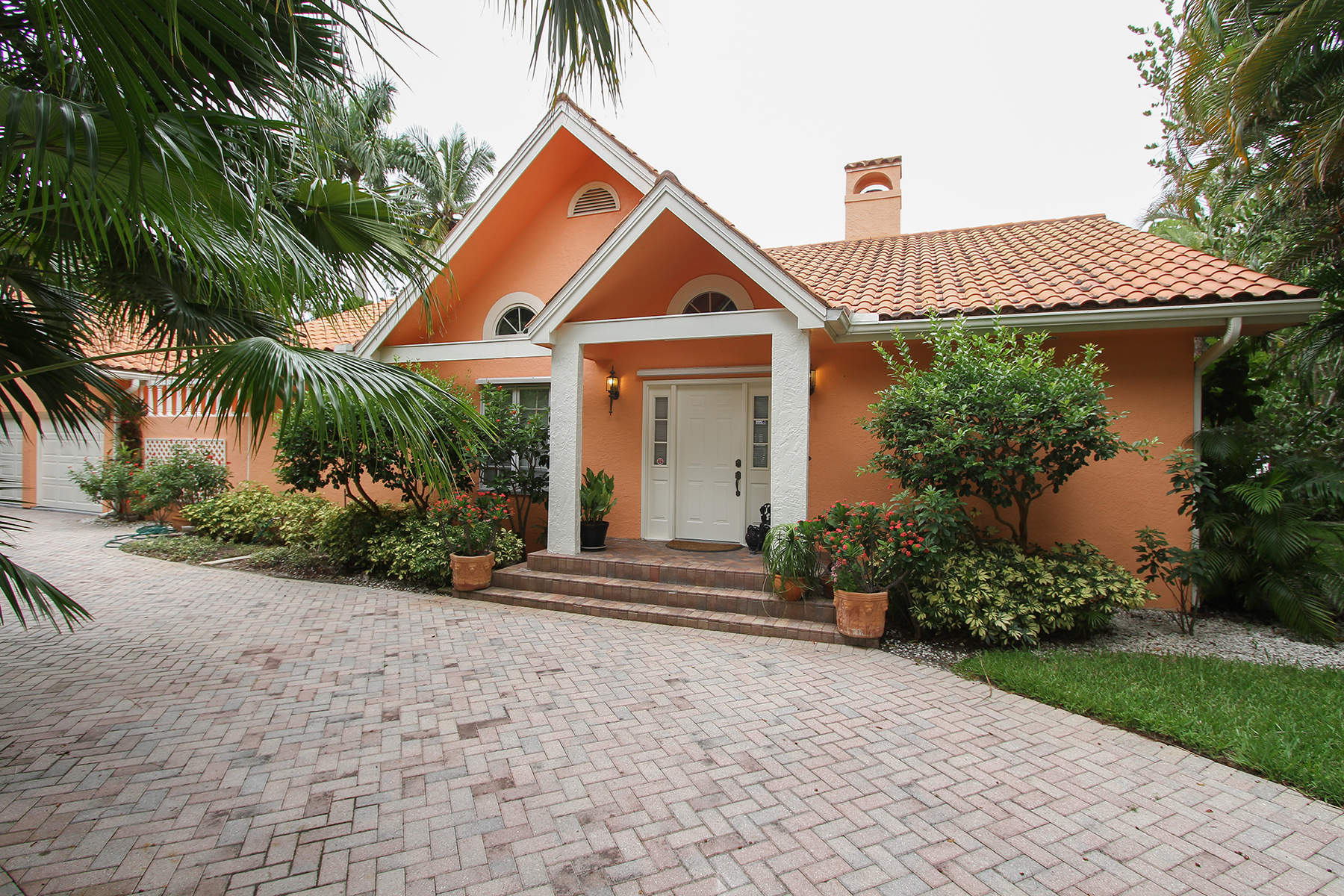 Single Family Home for Rent at AQUALANE SHORES 675 18th Ave S, Naples, Florida 34102 United States