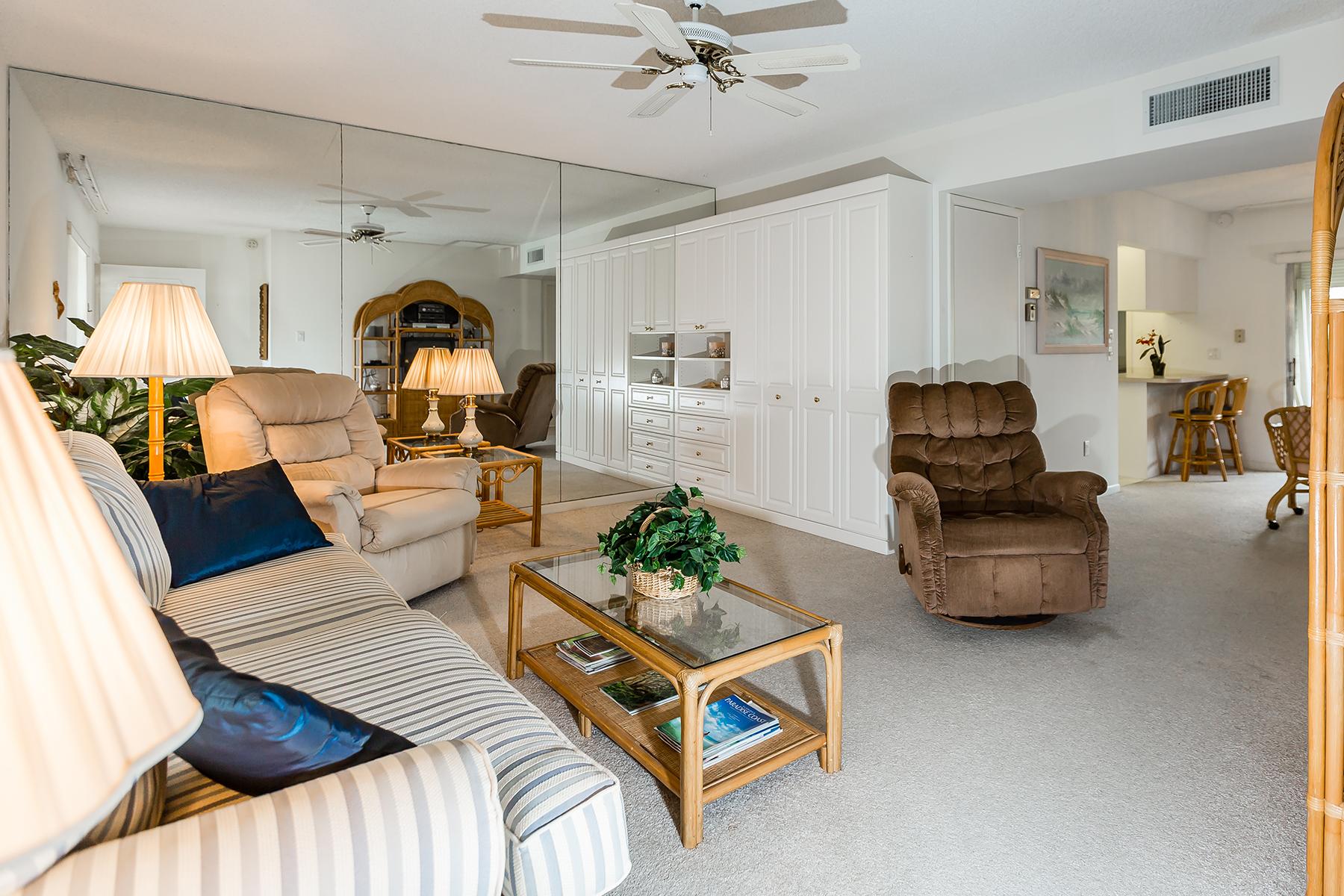 Kat Mülkiyeti için Satış at PARK SHORE - HIDDEN LAKE VILLAS 788 Park Shore Dr H36 Naples, Florida, 34103 Amerika Birleşik Devletleri