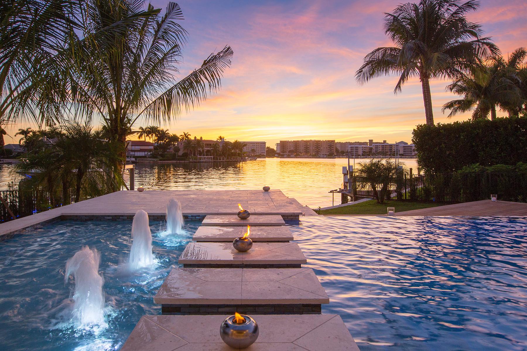 Maison unifamiliale pour l Vente à PARK SHORE 300 Mermaids Naples, Florida, 34103 États-Unis