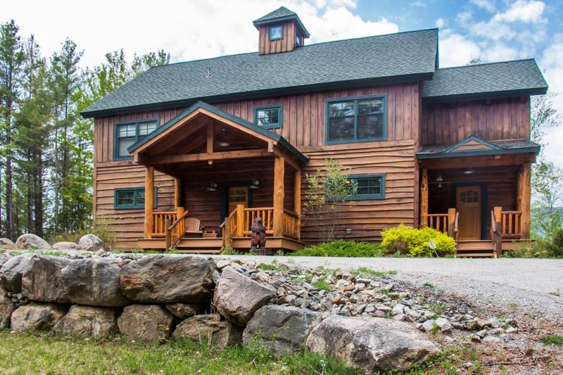 Casa Unifamiliar por un Venta en Traditional Pine Timber Framed Home 51 Mountain Path North Creek, Nueva York 12853 Estados Unidos