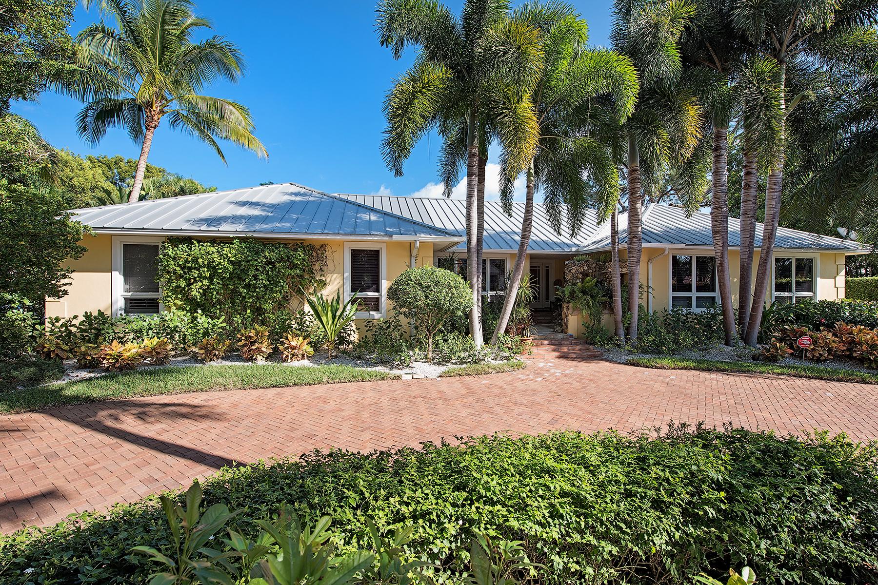 단독 가정 주택 용 매매 에 COQUINA SANDS 1180 Oleander Dr Coquina Sands, Naples, 플로리다, 34102 미국