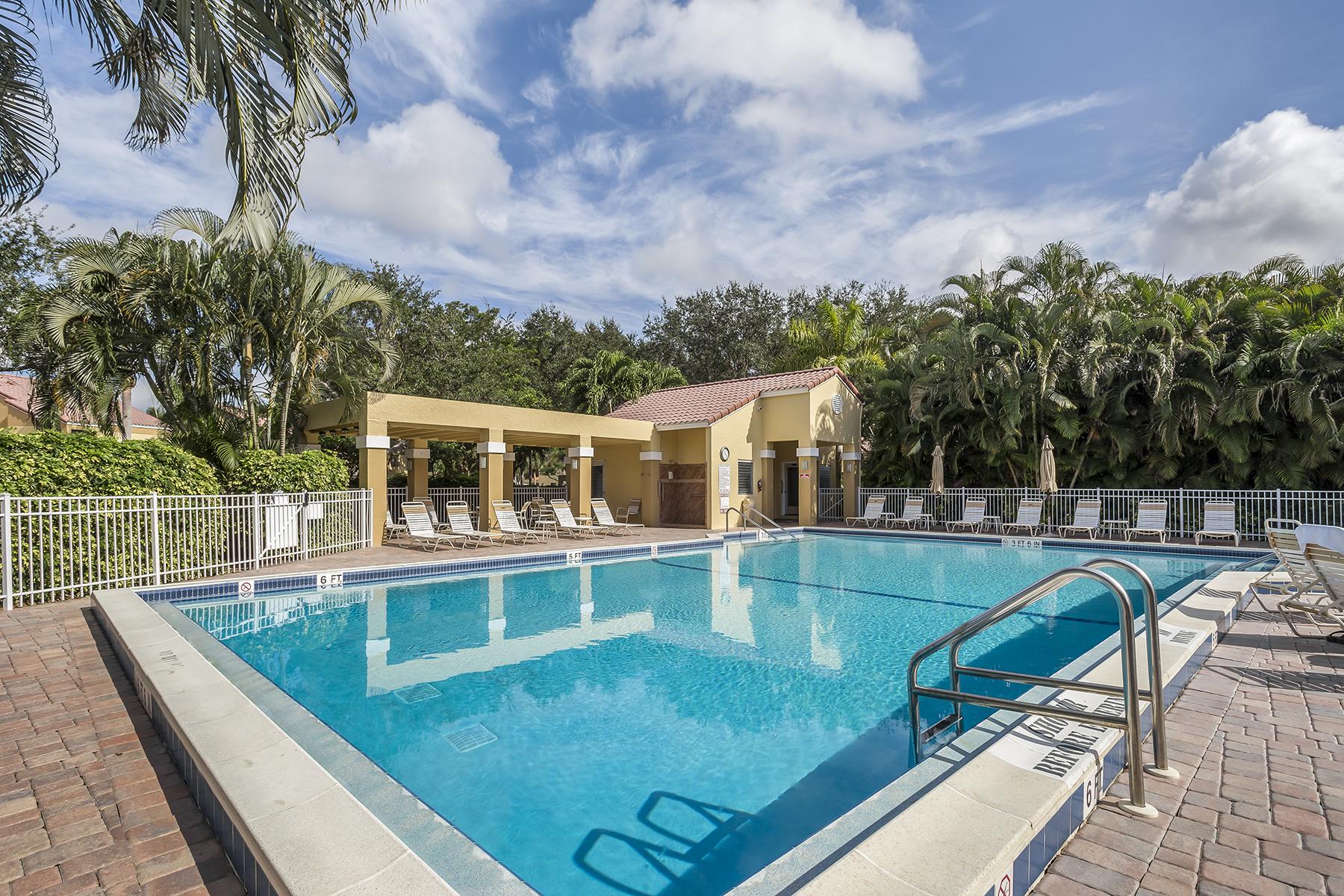 Кондоминиум для того Продажа на BEACHWALK - BEACHWALK GARDENS 583 Beachwalk Cir Q-102 Naples, Флорида, 34108 Соединенные Штаты