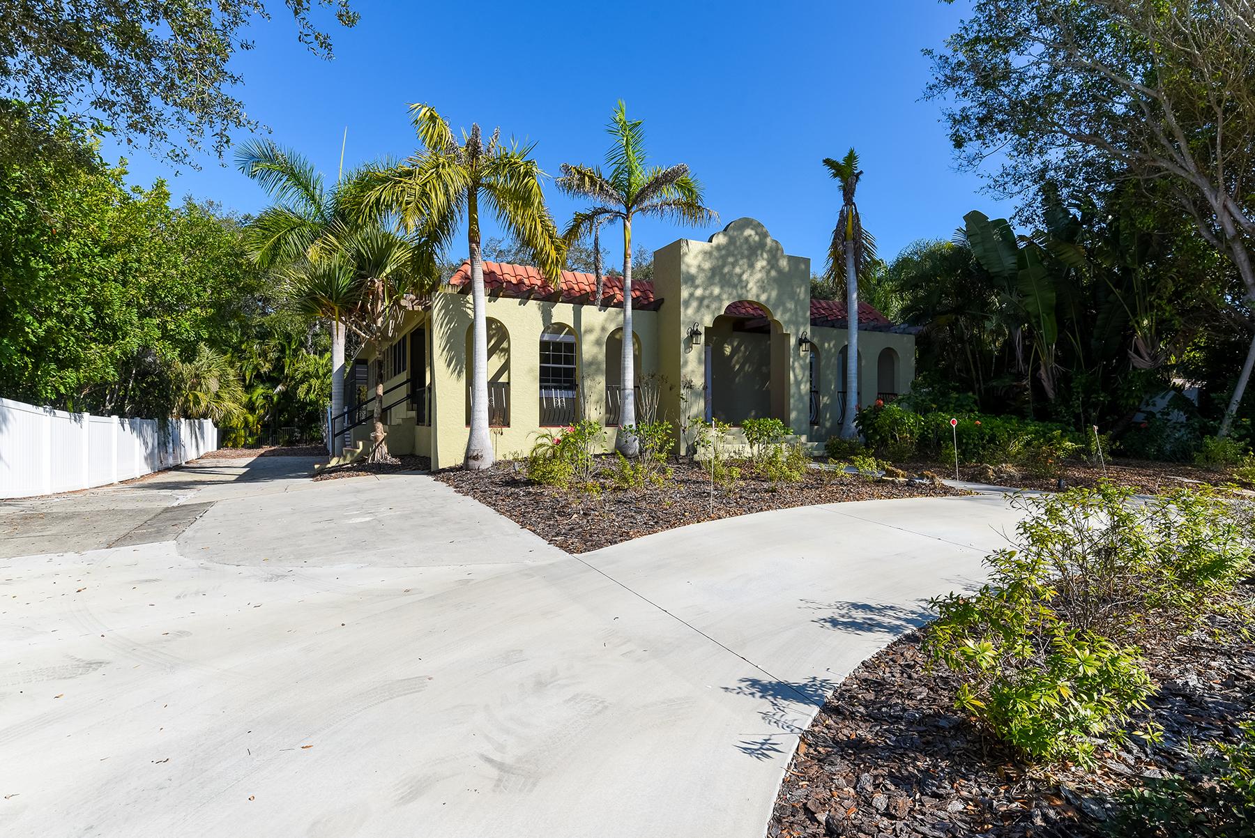 独户住宅 为 销售 在 SUNSET BAY 1521 Siesta Dr 萨拉索塔, 佛罗里达州, 34239 美国