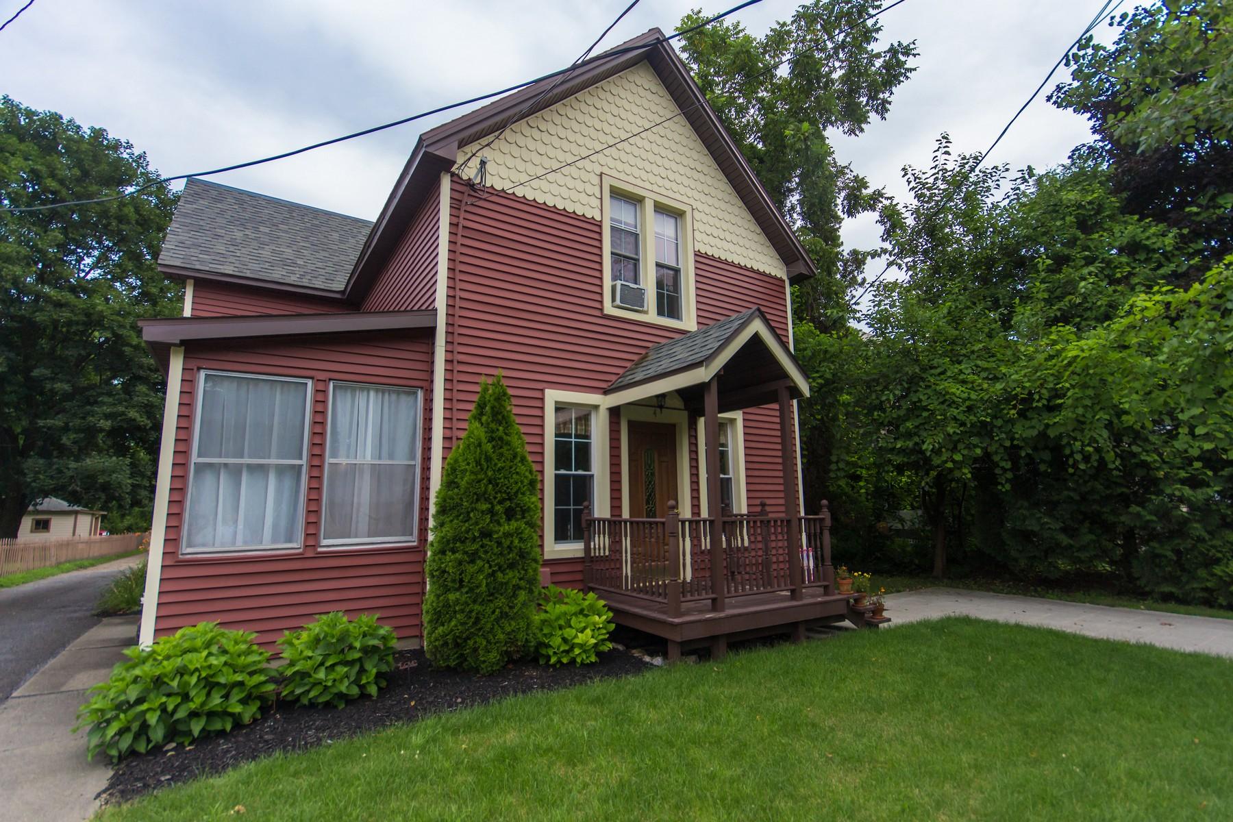 Maison unifamiliale pour l Vente à Quaint Home Full of Charm 4 Mowry Av Greenwich, New York 12834 États-Unis