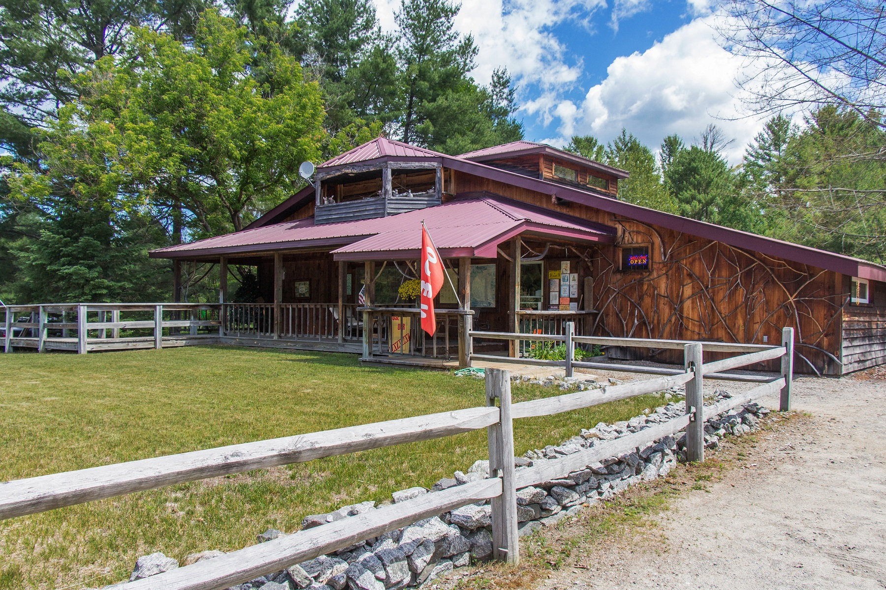Additional photo for property listing at Discoveries 4498  State Route 9 瓦伦斯煲, 纽约州 12885 美国