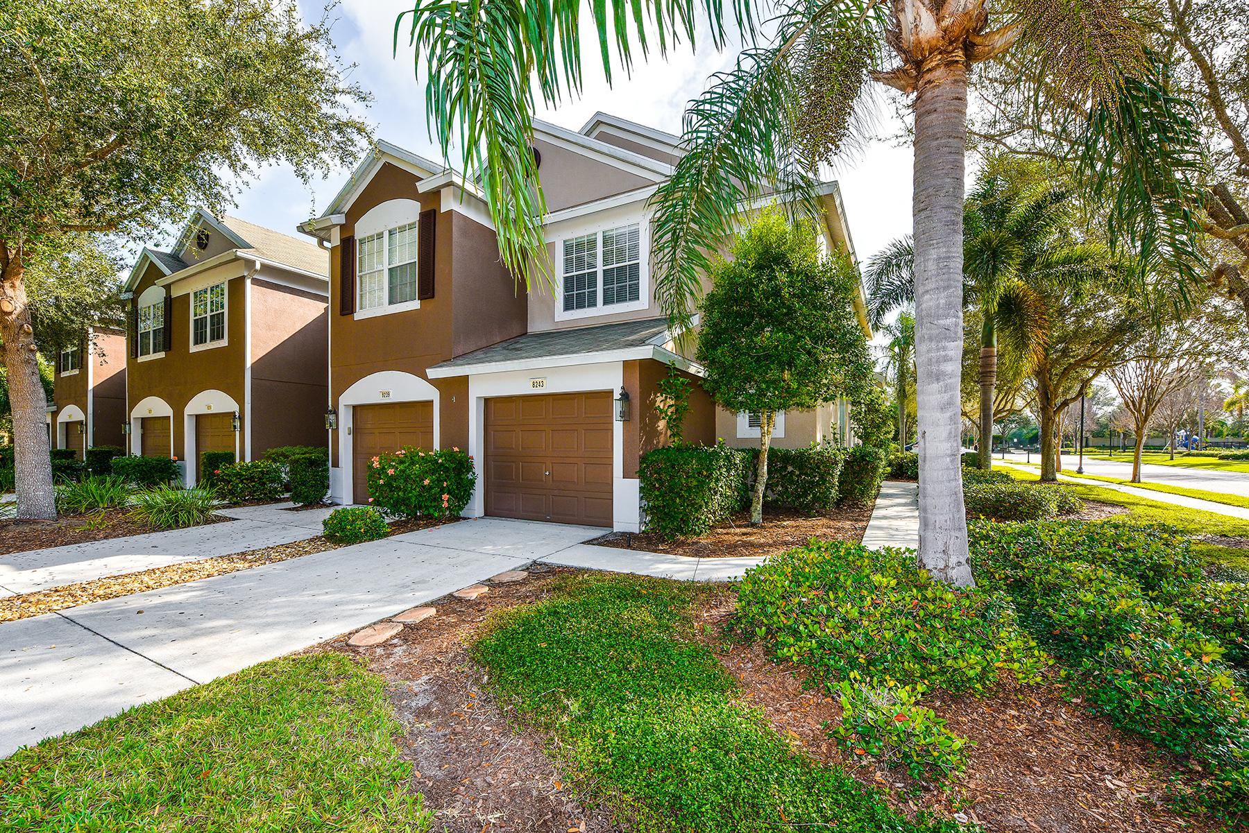 Adosado por un Venta en SABAL BAY 8243 72nd St E University Park, Florida, 34201 Estados Unidos