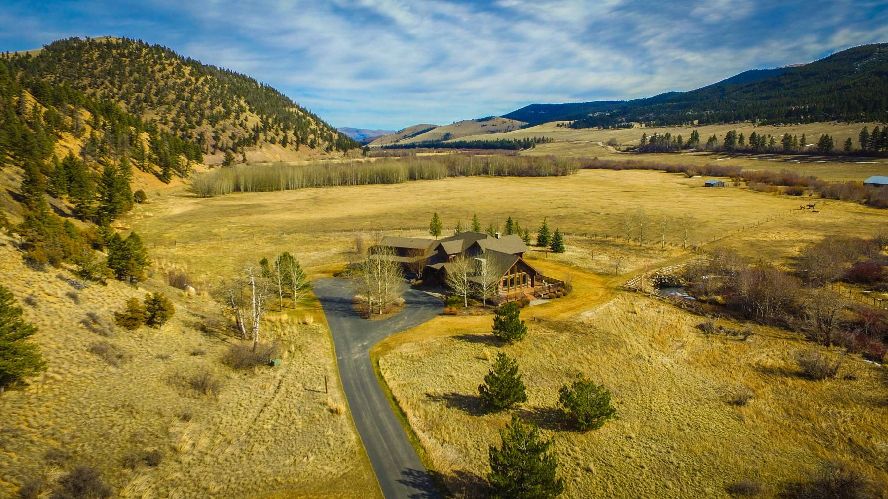Casa Unifamiliar por un Venta en 10000 Prickly Pear Road 10000 Little Prickly Pear Rd Canyon Creek, Montana, 59633 Estados Unidos