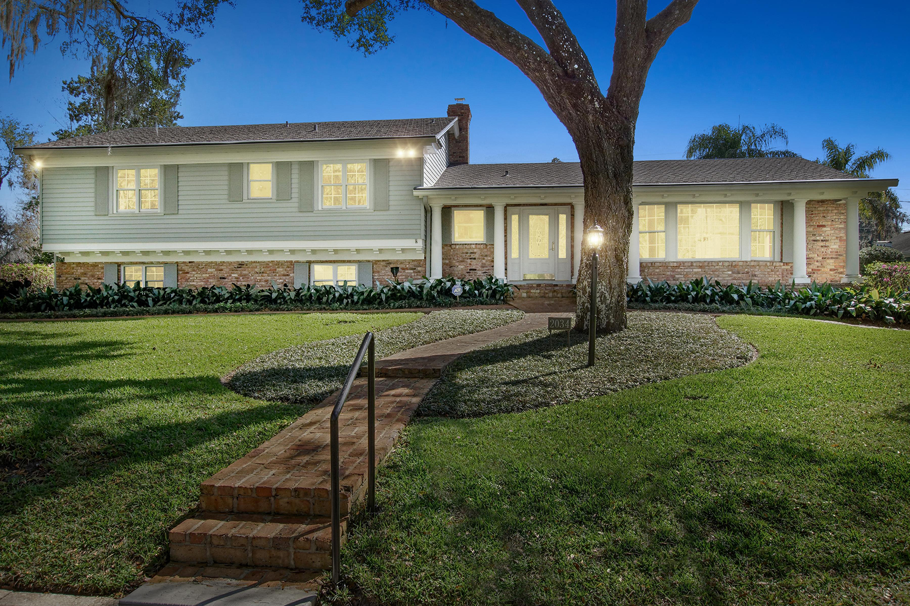 Single Family Home for Sale at ORLANDO - WINTER PARK 2034 Cove Trl Winter Park, Florida, 32789 United States