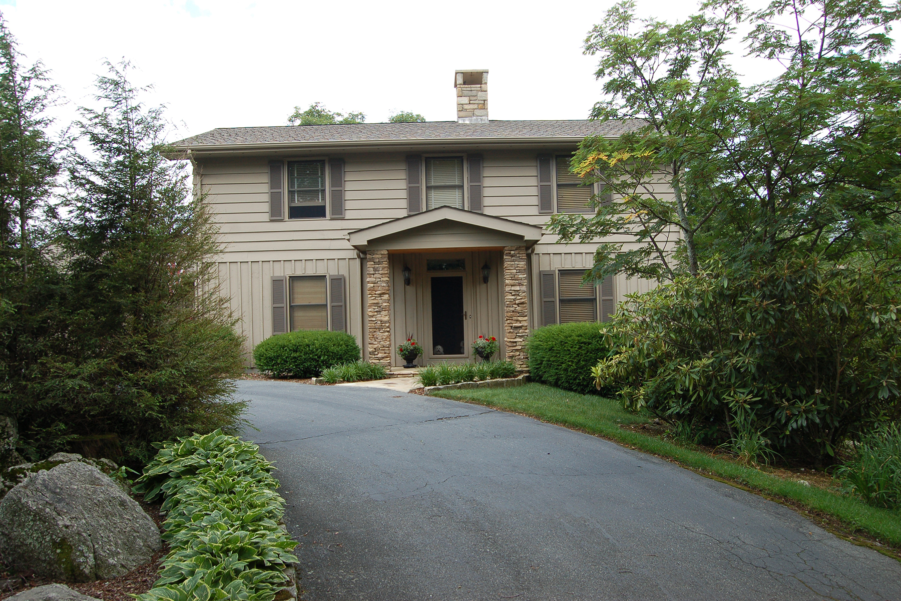 Single Family Home for Sale at BLOWING ROCK 427 Country Club Dr., Blowing Rock, North Carolina 28605 United States