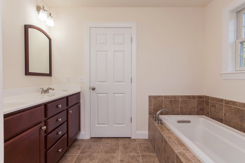 Additional photo for property listing at Newly Constructed Custom Home 38  Caitlin Dr Queensbury, Нью-Йорк 12804 Соединенные Штаты