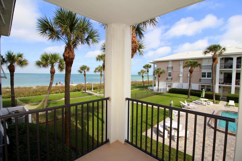 Appartement en copropriété pour l Vente à BELLEAIR BEACH 2500 Gulf Blvd 202A Belleair Beach, Florida, 33786 États-Unis