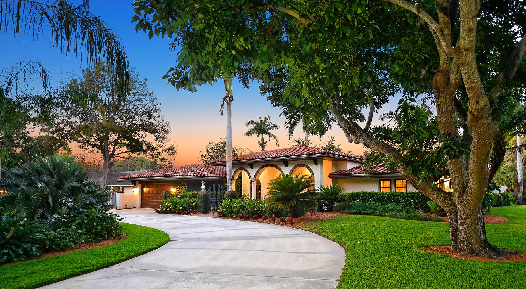 Casa Unifamiliar por un Venta en CHEROKEE PARK 1625 S Lodge Dr Cherokee Park, Sarasota, Florida, 34239 Estados Unidos