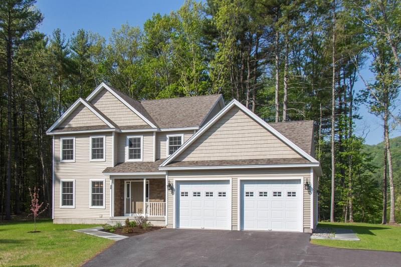 Частный односемейный дом для того Продажа на Newly Constructed Custom Home 38 Caitlin Dr Queensbury, Нью-Йорк 12804 Соединенные Штаты