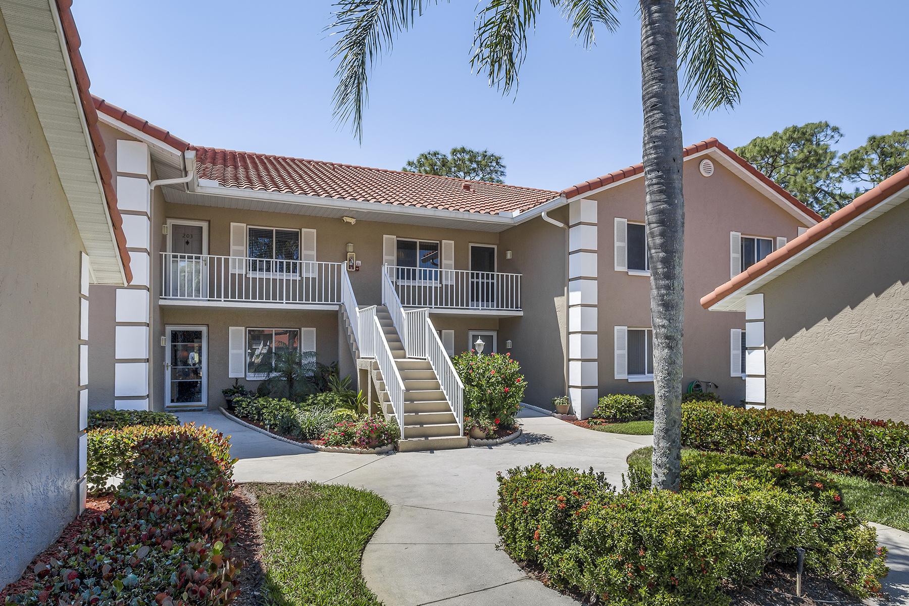 Appartement en copropriété pour l Vente à ROYAL WOOD - COBBLESTONE COURT 5881 Cobblestone Ln C204 Naples, Florida, 34112 États-Unis