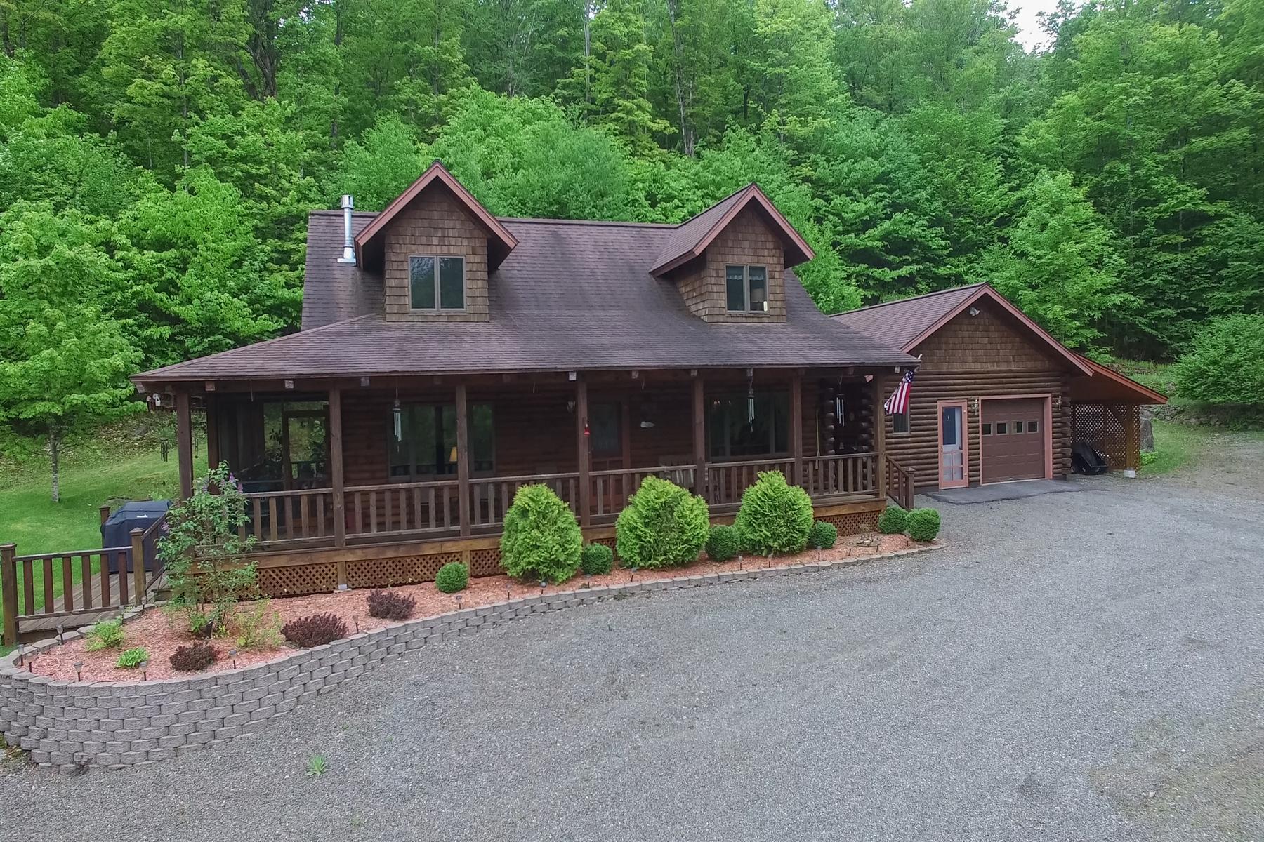 独户住宅 为 销售 在 Charming Adirondack Log Cabin 385 County Rte 45 塔伯湖, 纽约州 12982 美国