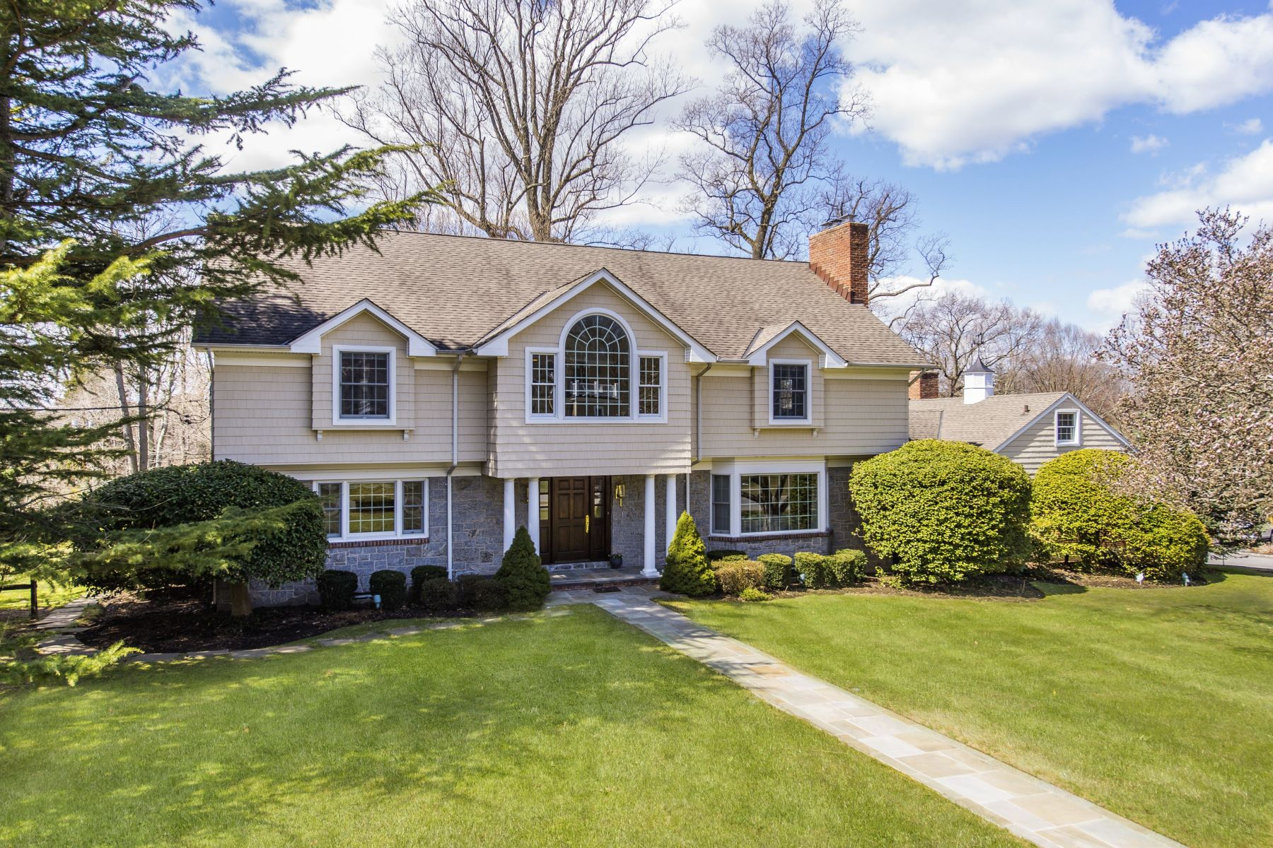 Single Family Home for Active at 90 Gristmill Lane , Manhasset, NY 11030 90 Gristmill Lane Manhasset, New York 11030 United States